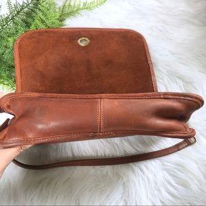 Coach Bags - Vintage Coach Shoulder Bag Tan Leather